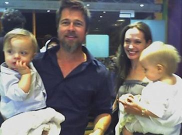 Nowe zdjęcie bliźniaków Jolie-Pitt!