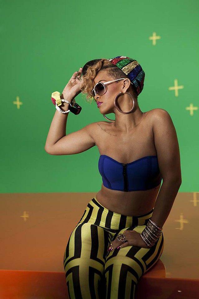ZMIANA! Rihanna radosna i kolorowa!