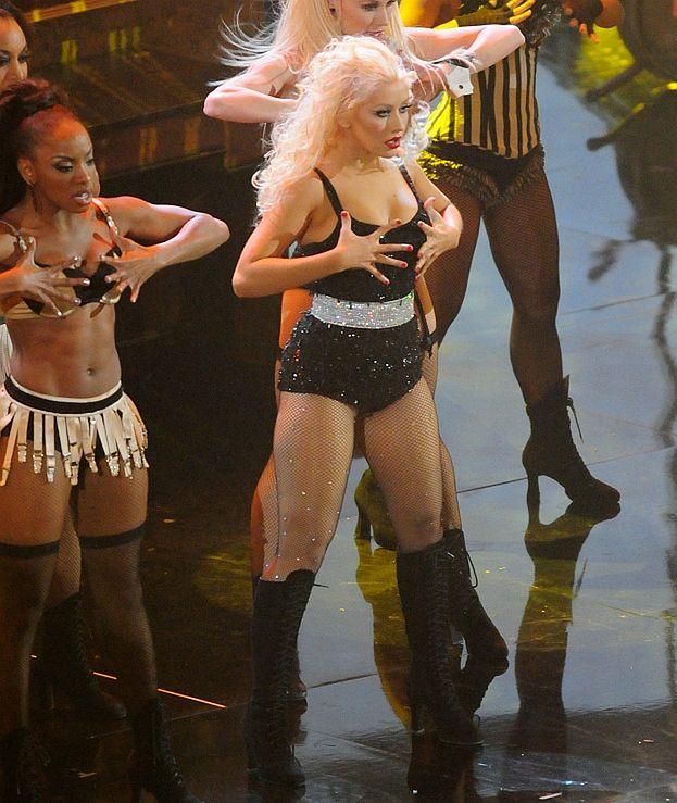 Aguilera tyje w oczach. Zajada smutki
