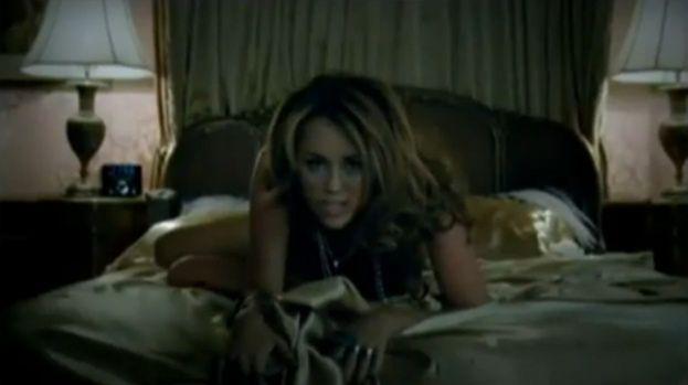 Nowy teledysk Miley ZBYT WYZYWAJĄCY?! (ZOBACZ)