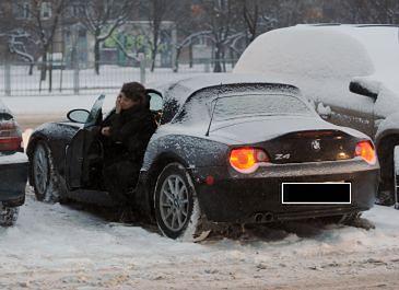 Natalia Lesz odśnieża samochód (FOTO)