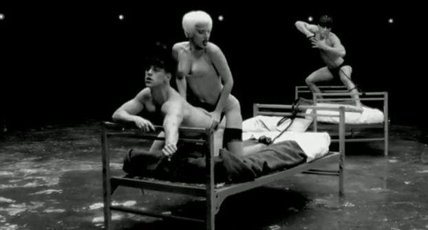 Lady GaGa GWAŁCI FACETA w nowym teledysku! (WIDEO)