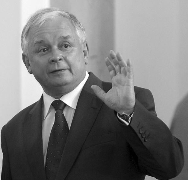 """Kabaret poniża Lecha Kaczyńskiego: """"WEŹ SPIER*****!"""""""