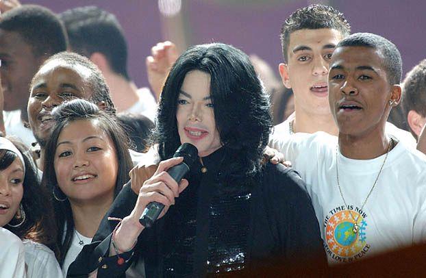 """Michael Jackson """"podpisał"""" kontrakt! Na 250 MILIONÓW!"""