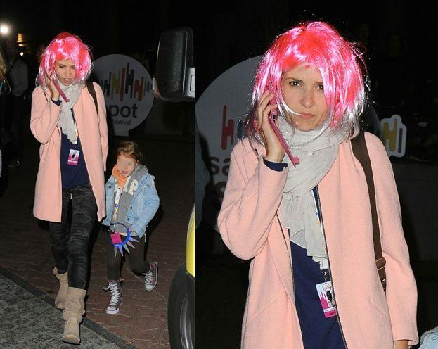 Joanna Koroniewska w różowej peruce! (ZDJĘCIA)