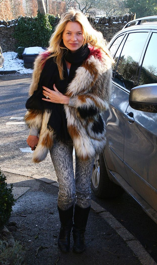 Kate Moss ma SPARALIŻOWANĄ RĘKĘ!