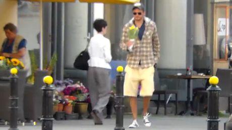 Wojewódzki kupuje kwiaty...