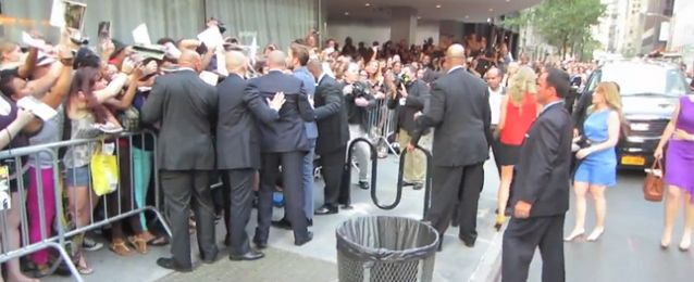 Pattinson w Nowym Jorku. Fanki szaleją!
