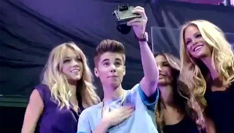 Aniołki Victoria's Secret śpiewają hit Biebera!