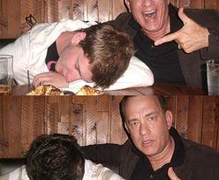Tom Hanks pozuje z pijanym fanem!