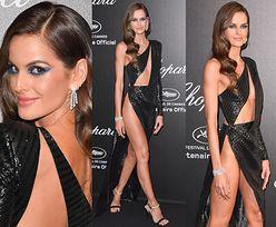 """Cannes 2019: """"Aniołek"""" Victoria's Secret kusi kością biodrową na ściance"""