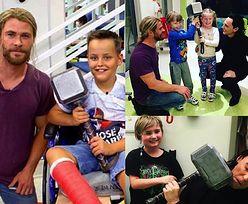 Chris Hemsworth i Tom Hiddleston odwiedzili szpital dziecięcy w Brisbane (ZDJĘCIA)