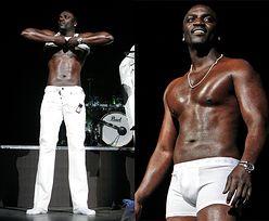 Akon rozebrał się na koncercie! (FOTO)