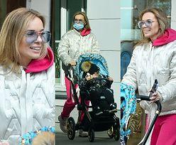 """""""Dresiarska"""" Izabela Janachowska w kurtce Chanel wozi Christophera Alexandra w wózku za 8 tysięcy (ZDJĘCIA)"""