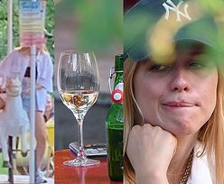 Markotna Jessica Mercedes odreagowuje stresy na winku i karuzeli z konikami (ZDJĘCIA)