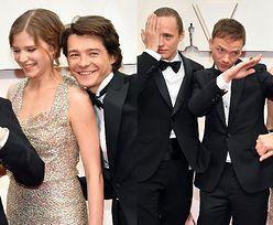 """Oscary 2020. Ekipa """"Bożego Ciała"""" bryluje na czerwonym dywanie: Jan Komasa, Bartosz Bielenia, Eliza Rycembel, Tomasz Ziętek (ZDJĘCIA)"""