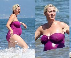 Niezadowolona Katy Perry pluska się w oceanie, prezentując ciążowe krągłości w kostiumie kąpielowym za 1900 złotych (ZDJĘCIA)