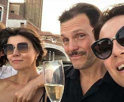Maja Ostaszewska sączy szampana w Wenecji z partnerem, jego byłą żoną i jej obecnym mężem (FOTO)