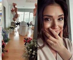 """Klaudia Halejcio w makijażu pozuje z córką przed szpitalem i relacjonuje huczne powitanie w domu: """"Jak dobrze być razem"""""""