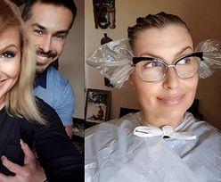 Figlarna Katarzyna Skrzynecka z dłońmi męża na biuście chwali się efektami domowego farbowania włosów (FOTO)
