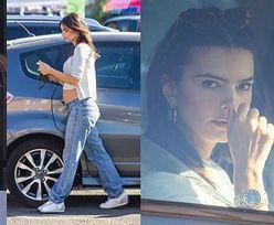 Wystrojona w krótki top Emily Ratajkowski z dumą eksponuje ciążowy brzuch, spacerując po Los Angeles (ZDJĘCIA)