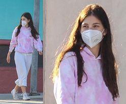 Uzbrojeni w maseczki ochronne Leonardo DiCaprio i Camila Morrone spacerują z psem po pustych ulicach Hollywood (ZDJĘCIA)