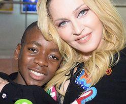 """15-letni syn Madonny przechadza się po domu w sukience. """"Pewność siebie JEST WSZYSTKIM!"""" (WIDEO)"""