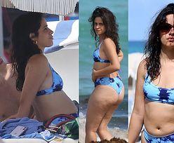 """""""Ciałopozytywna"""" Camila Cabello w bikini na plaży. """"CELLULIT JEST NORMALNY!"""" (ZDJĘCIA)"""