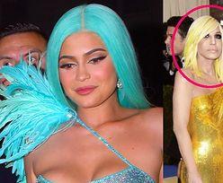 """Kylie Jenner ZNOWU majstrowała przy obróbce zdjęć! """"Wyprasowała"""" nawet twarz DONATELLI VERSACE..."""