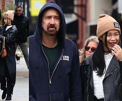 Nicolas Cage dzieli się ŻELEM ANTYBAKTERYJNYM z rozbawioną dziewczyną (ZDJĘCIA)