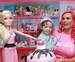 """Coco Austin karmi piersią 4-letnią córkę. Fani ostro: """"PATOLOGIA"""" (FOTO)"""