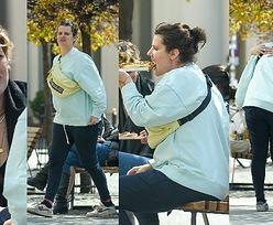 Zofia Zborowska z ciążowym brzuchem i jej przyjaciółka Aleksandra Domańska wcinają zapiekanki na Zbawiksie (ZDJĘCIA)