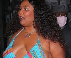 Ciałopozytywna Lizzo wychodzi z restauracji w szydełkowym staniku i podartych dżinsach (ZDJĘCIA)