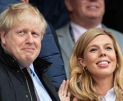 """Narzeczona Borisa Johnsona martwi się o jego stan. """"Ze łzami w oczach opowiadała o tym, że został zabrany do szpitala"""""""