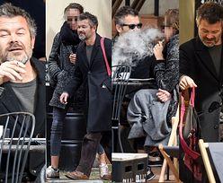 Jacek Braciak PONOWNIE widziany w towarzystwie tajemniczej szatynki: kawusia, papierosek i ciepłe kocyki (ZDJĘCIA)