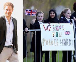"""Książę Harry """"śladami matki"""" odwiedza chorych na HIV. Diana byłaby dumna? (ZDJĘCIA)"""