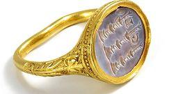 Znalazł 400-letni pierścień z pieczęcią. Cena wywoławcza jest kosmiczna