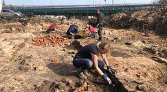 Studnia i niezidentyfikowane skarby. Odkrycie w piwnicy na szczecińskim Podzamczu