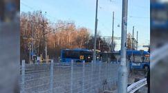 Autobus na przejeździe kolejowym. Przerażające nagranie świadka