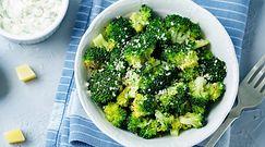 Pieczone brokuły. Zachwycający dodatek do obiadu