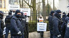 Protest aktywistów przed Trybunałem Konstytucyjnym. Marta Lempart komentuje