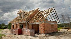 Polacy stawiają domy, mają problem z ekipami. Nie ma komu budować?