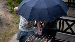 Grill w deszczu. Dzięki tym sposobom pogoda nie będzie przeszkodą