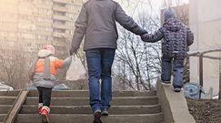 Zabawa dzieci na powietrzu wzmacnia ich odporność