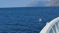 Dziewczynkę na dmuchanym jednorożcu porwało morze. Akcja ratunkowa w Zatoce Korynckiej