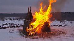 Zamek w ogniu z Rosji. Symbolicznie spalili koronawirusa