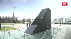 11. rocznica katastrofy smoleńskiej.  Plac Piłsudskiego otoczony barierkami. Przedsiębiorcy chcą zablokować uroczystość