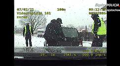 Pasażer w bagażniku, poszukiwany na tylnej kanapie. Policjanci mieli co robić