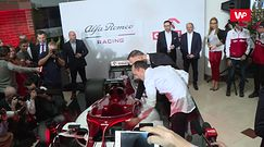 Duda niemal wsiadł do bolidu F1. Zobacz jak Kubica prezentuje mu maszynę Alfy Romeo