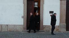 Mlynkova i Wronka wychodzą z kościoła